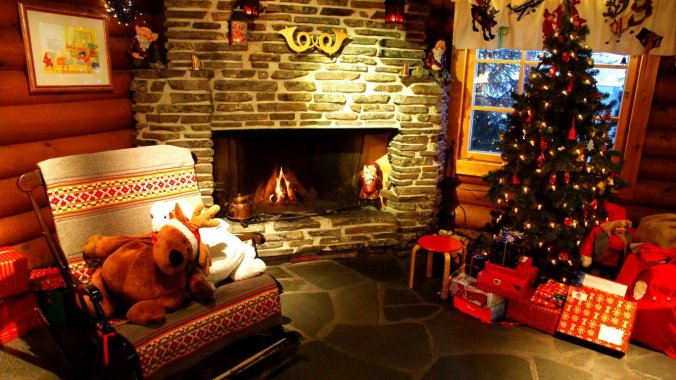 b_christmas-decorated-room-1366x768